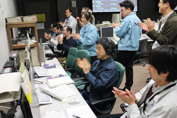 イオンエンジンの24時間自律運転に成功した瞬間 画像提供(C)JAXA